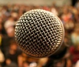 parlare in pubblico microfono